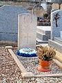Les Ormes-FR-89-cimetière-sépulture Jimmy Hall-01.jpg