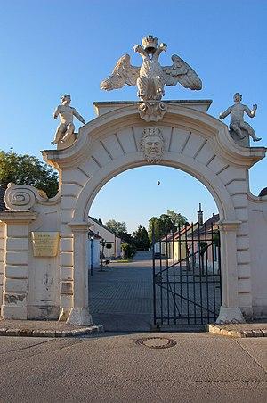 Lichtenwörth - Image: Lichtenw Nadelburg Tor 1