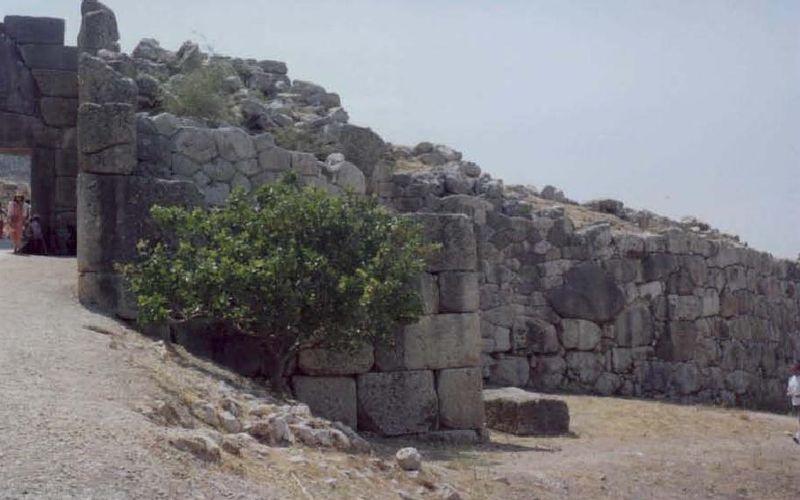 File:Lion Gate Mycenae 01.jpg