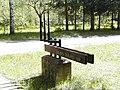 Ložmetējkalna apkārtne, ceļa rādītājs 2000-05-06 - panoramio.jpg