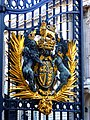 London - Buckingham Palace - coat of arms at the entrance - panoramio.jpg