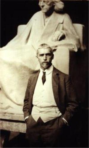 Adolf Brütt - Adolf Brütt in Weimar, with his statue of Theodor Mommsen (1909)