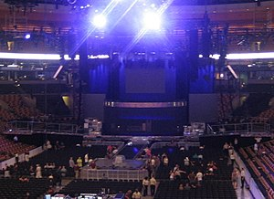Confessions Tour - Faraway view of the tour's stage, featuring the 3 runways and the LED screens.