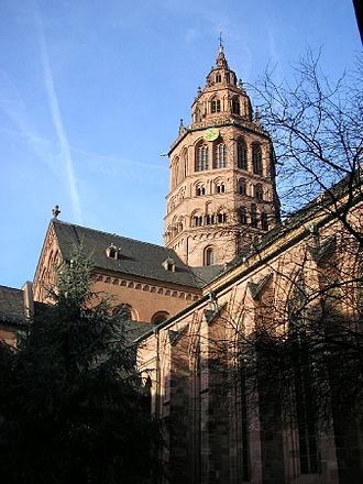 Imperial Cathedrals - Image: Mainzer Dom vom Kreuzgang
