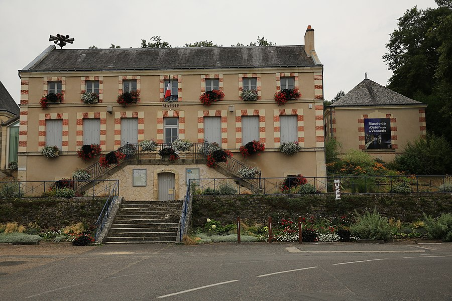 City hall and Museum of basketry in Villaines-les-Rochers