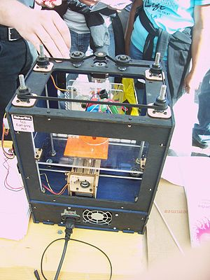 English: MakerBot at the Braderie of Lille (No...
