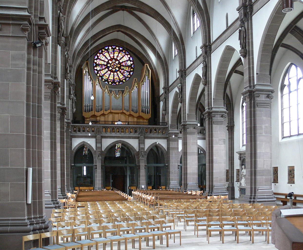 File:Mannheim Heilig-Geist-Kirche innen 2.jpg - Wikimedia