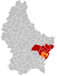 Map of Luxembourg with Flaxweiler highlighted in orange, the district in dark grey, and the canton in dark red