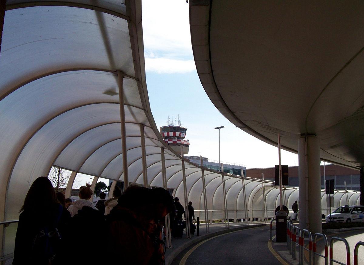 Aeropuerto internacional marco polo wikipedia la enciclopedia libre - Marco aldany puerto venecia ...