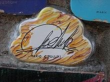 Piastrella del muretto di Alassio autografata da Cipollini