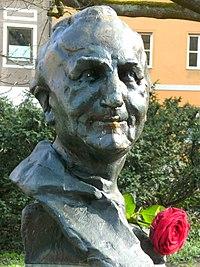 Max-Josef-Metzger-Büste in Augsburg.JPG