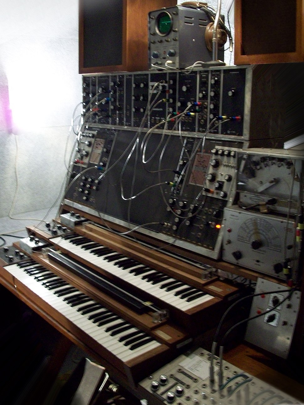 Max Brand Synthesizer (1957-67) vertical