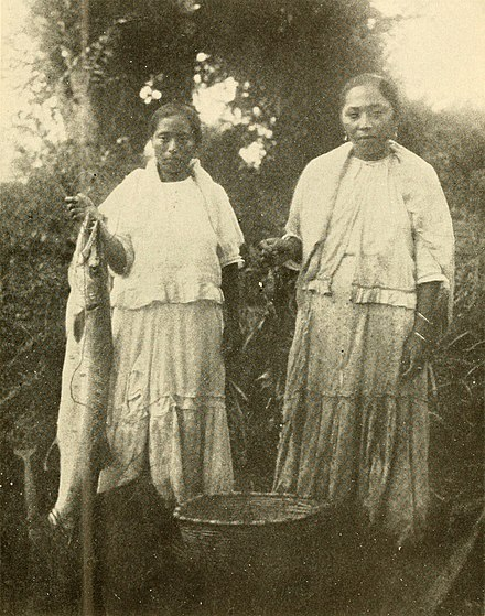 Maya fisherwomen in British Honduras, beginning of the 20th century. Maya fishing.jpg