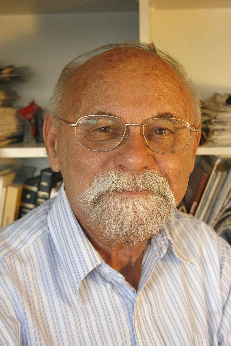 https://upload.wikimedia.org/wikipedia/commons/thumb/0/08/Menachem_Friedman.JPG/800px-Menachem_Friedman