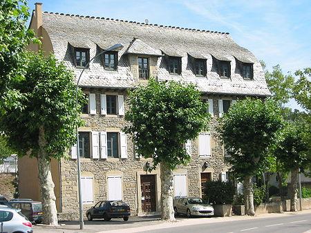 450px-Mende-maison-toit-en-carene.JPG