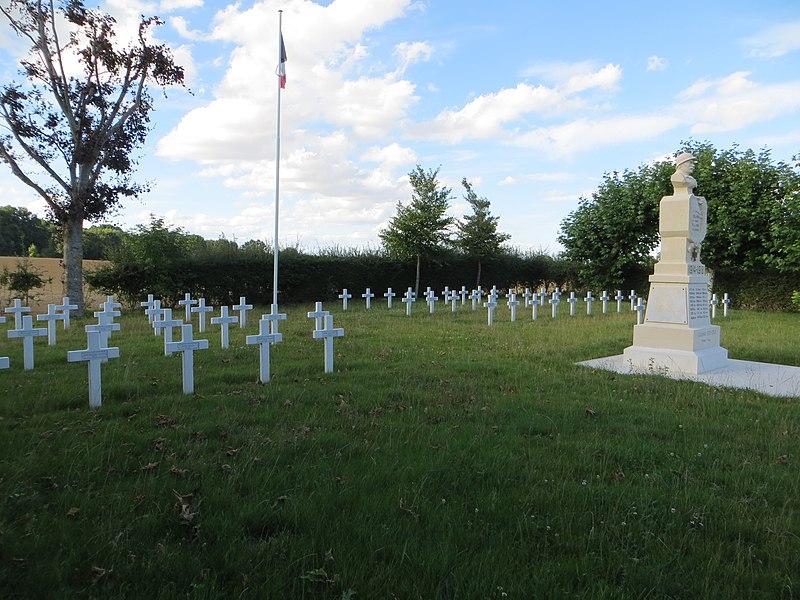 Tombes individuelles et monument aux morts