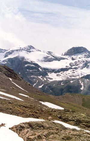 Monte Perdido - Monte Perdido (left) and Cilindro de Marboré (right)