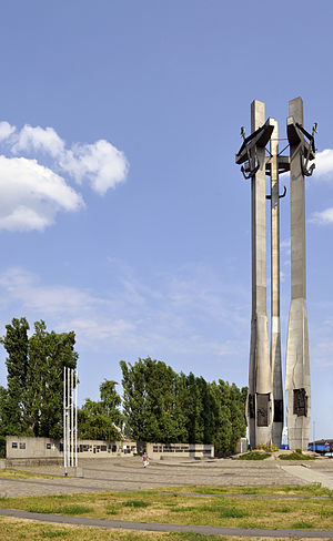 Monument to the Fallen Shipyard Workers of 1970 in Gdańsk.jpg