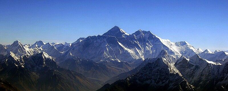 800px Mount Everest by Kerem Barut
