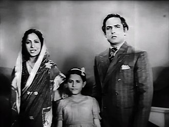 Madhubala - Madhubala as a child artist with Mumtaz Shanti and Ulhas in Basant (1942)