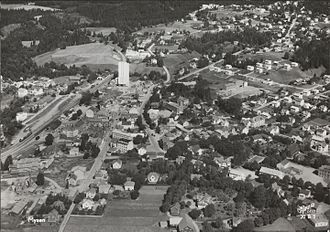 Mysen Station - Aerial photo of Mysen sometime between 1953 and 1970. The station, tracks and grain elevator can be seen to the left.