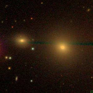 SDSS-Aufnahme der Galaxien NGC 349 und NGC350