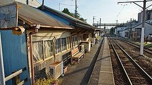 Nakanochō Station - Image: Nakanocho Station platform 20151004