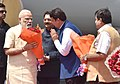 Narendra Modi being welcomed by the Governor of Maharashtra, Shri C. Vidyasagar Rao, the Union Minister for Road Transport & Highways and Shipping, Shri Nitin Gadkari and the Chief Minister of Maharashtra (1).jpg