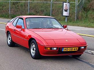Porsche 924 - Image: Nationale oldtimerdag Zandvoort 2010, 1982 PORSCHE 924, HD SB 44