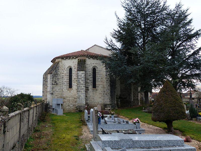 Église Saint-Pourçain de Naves (Allier), France. Chevet, vu du cimetière.