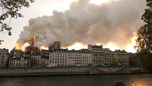 Notre-Dame de Paris, Incendie 15 avril 2019 19h32.53