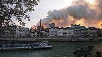 Notre-Dame de Paris, Incendie 15 avril 2019 19h39.54.jpg