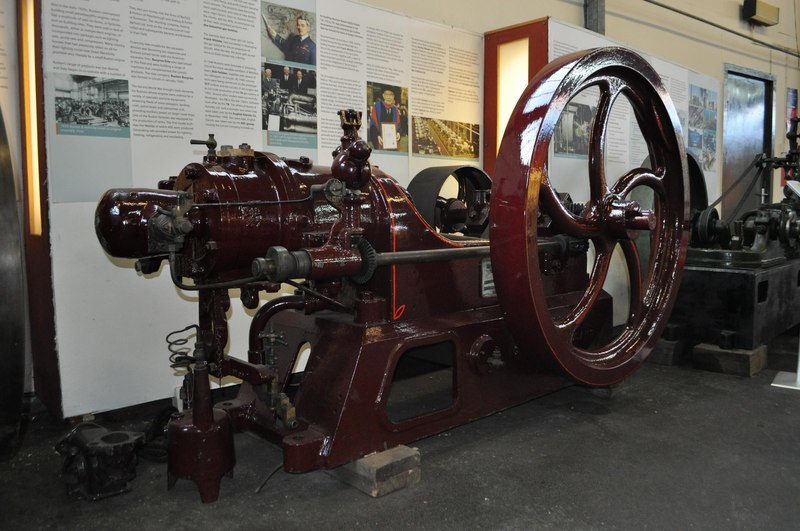 Oil Engine - geograph.org.uk - 2194963