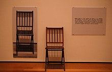 一把和三把椅子