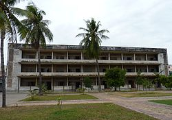 One of the buildings of Tuol Sleng (2).JPG