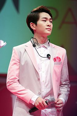 Onew at the Etude Pink Play Party in Singapore 03.jpg
