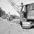 Ontginning, grondbewerking, egaliseren, bezanden, draglines, arbeiders, waterreg, Bestanddeelnr 159-0421.jpg