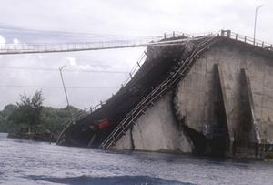 Koror–Babeldaob Bridge - Original Koror-Babeldaob Bridge collapse