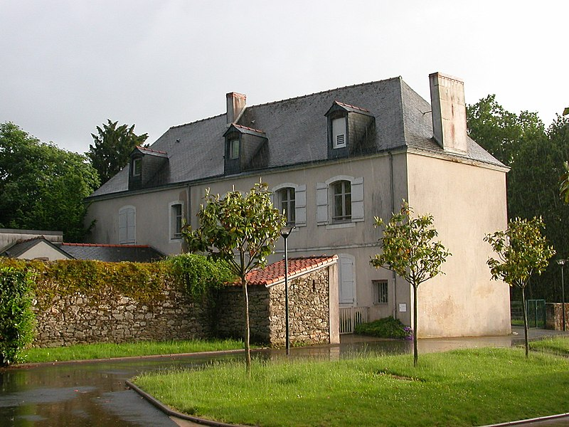 The ferme Poisson, formerly a farm and now the community center of the neighborhood of Le Bois Raguenet in Orvault