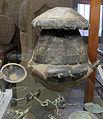 Ossuario biconico coperto da scodella da sepolcreto benacci-caprara, tomba 34, villanoviano III, 750-700 ac. ca.JPG