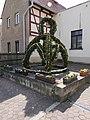Osterbrunnen in Bahra (Hirschstein), Sachsen (1).JPG