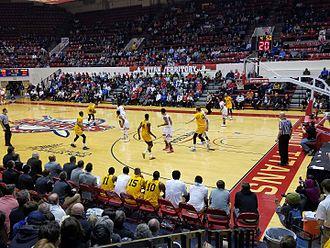 2016–17 Oakland Golden Grizzlies men's basketball team - Second half against the Detroit Titans at Calihan Hall