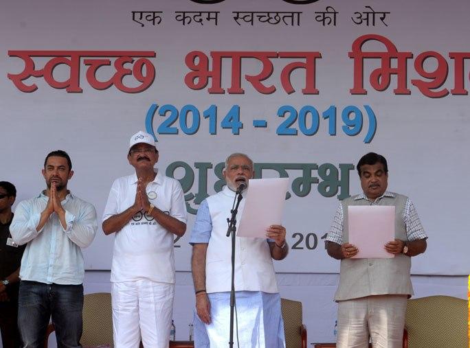 PM Modi launches the Swachh Bharat Abhiyaan (1)