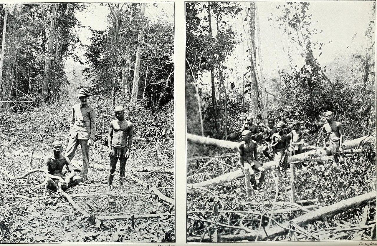 Pagan races of the Malay Peninsula (1906) (14781589525).jpg