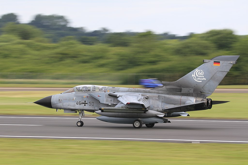 1024px-Panavia_Tornado_%2833674225253%29.jpg