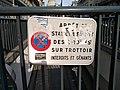Panneau interdiction stationnement vélo blanc.jpg
