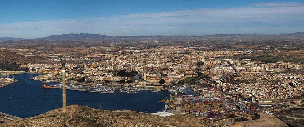 Panoramica de Cartagena desde el Castillo de San Julián (27126393499) (cropped)