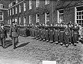 Parade en inspectie te Haarlem Regiment Betuwe, Bestanddeelnr 904-4807.jpg