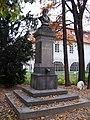 Park Kampa, pomník Josefa Dobrovského a Werichova vila.jpg