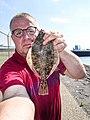 Peter van der Sluijs selfie met een grote bot.jpg